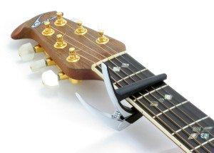hoe gebruik je een gitaar capo